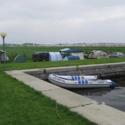 Kampeerveld-C6-achter-bij-water